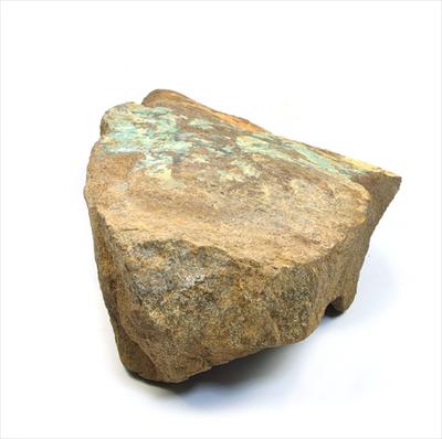 鉄鉱石表面に露出したオパール層。
