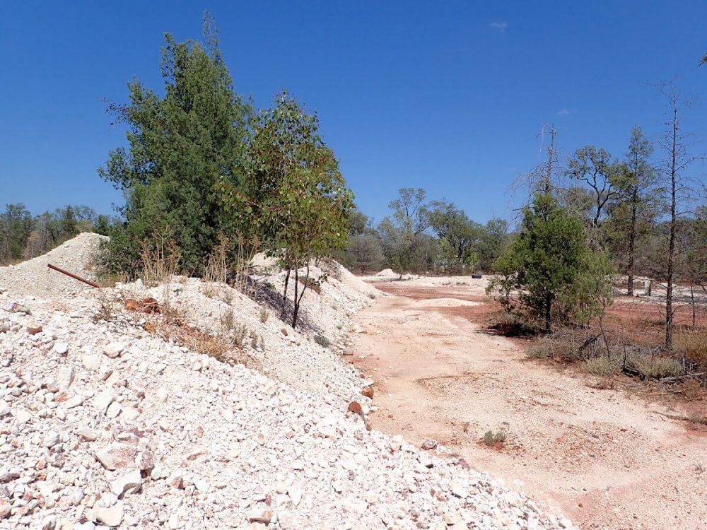 ブラックオパール鉱山